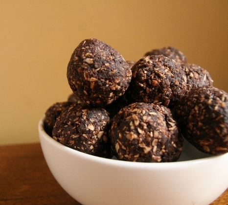 Chocolate energy bites bowl (640x427)