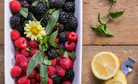 Blackberry and raspberry salad with lemon and mint